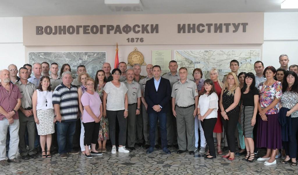 Ministar odbrane Aleksandar Vulin obišao Vojnogeografski institut