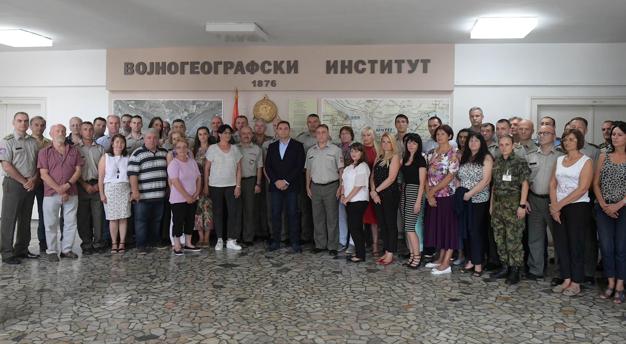 Министар одбране Александар Вулин обишао Војногеографски институт